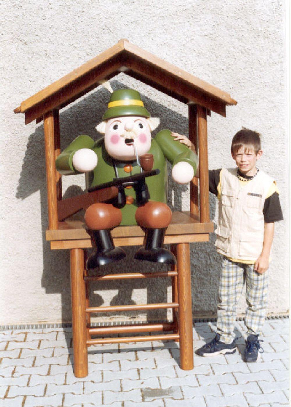 19 Räuchermann Förster auf Hochstand 70 cm, Hochstand 140 cm