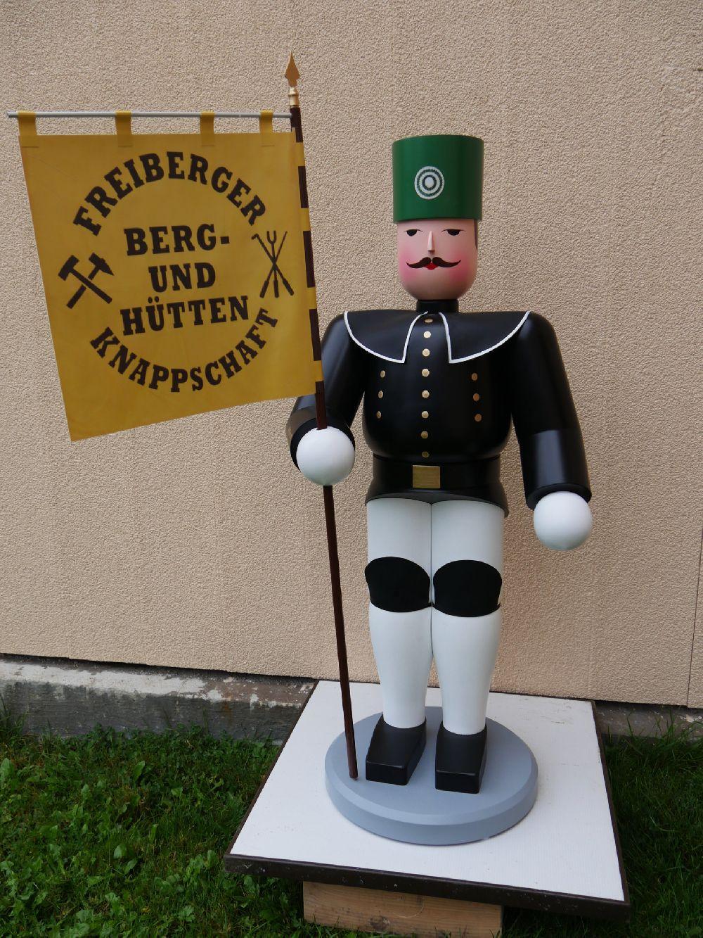 46  Freiberger Häuer mit Standarte  110 cm